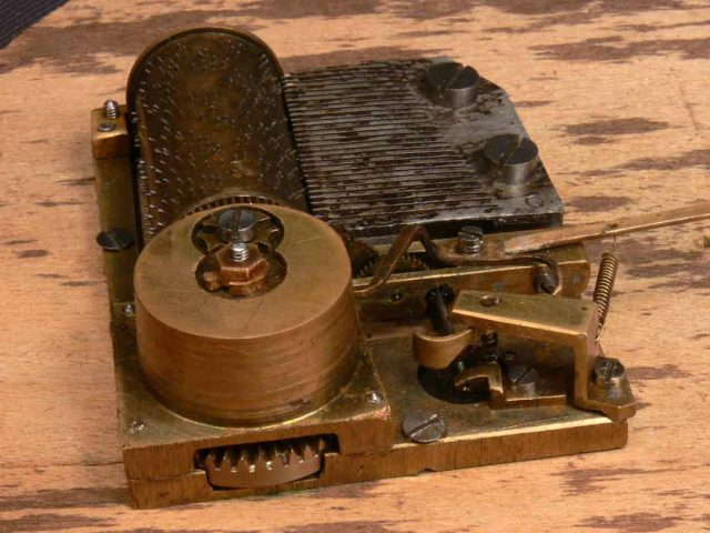 Реставрация музыкальной шкатулки - сигарницы механизм После